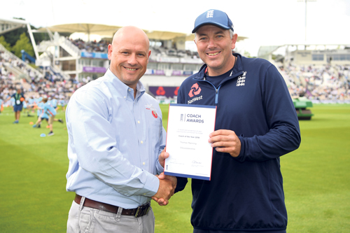 Thom presented with award on pitch at Test match